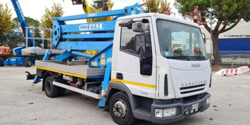 Camion con cesta usada ISOLI