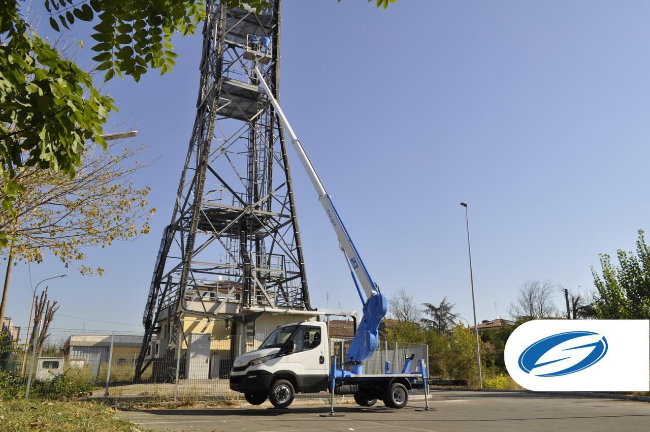 Camión con cesta ForSte 23T reparación de torres