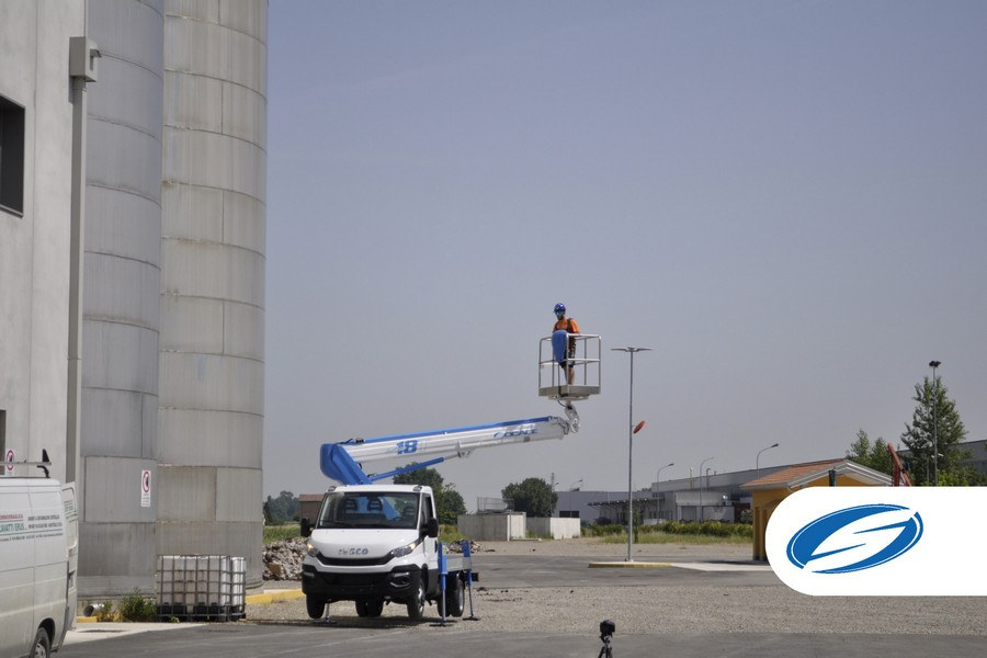 Camión con cesta elevadora forSte 18T para trabajo aéreo