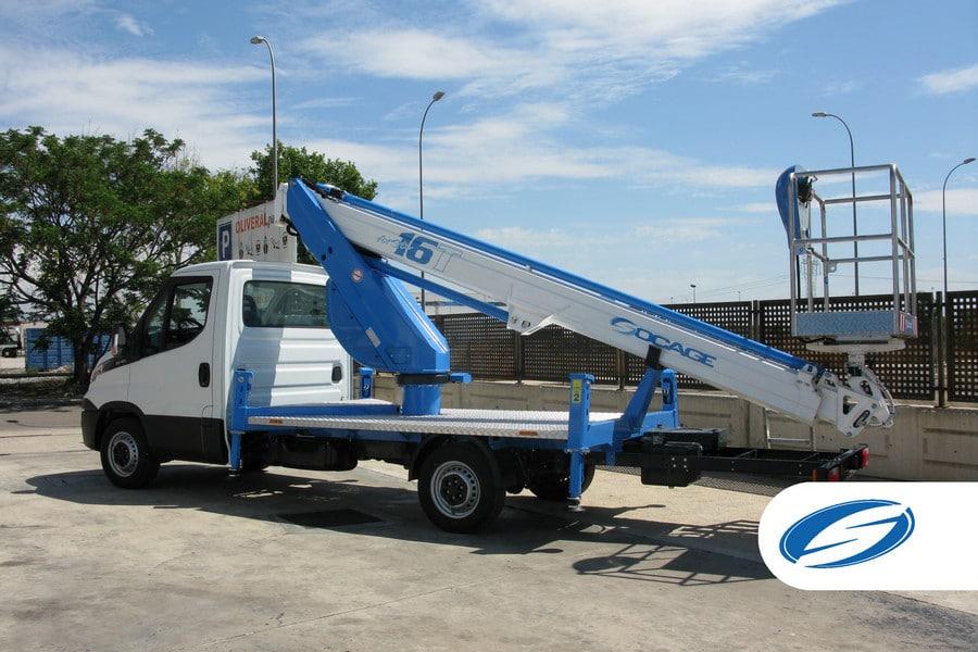 camion con cesta elevadora ForSte 16T cesta Socage