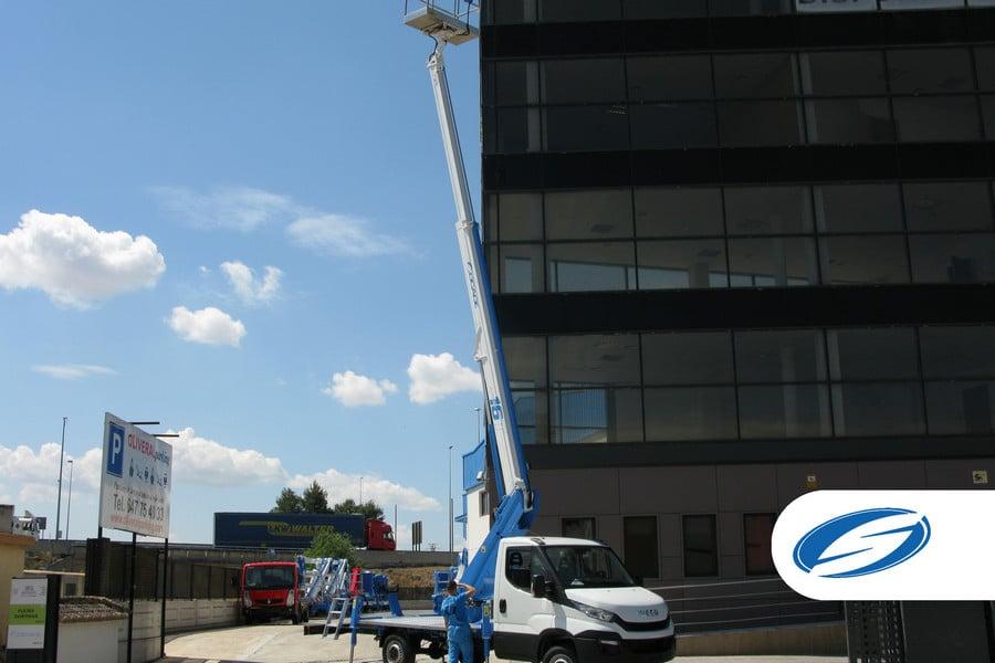 camion con cesta elevadora 16T brazo Socage