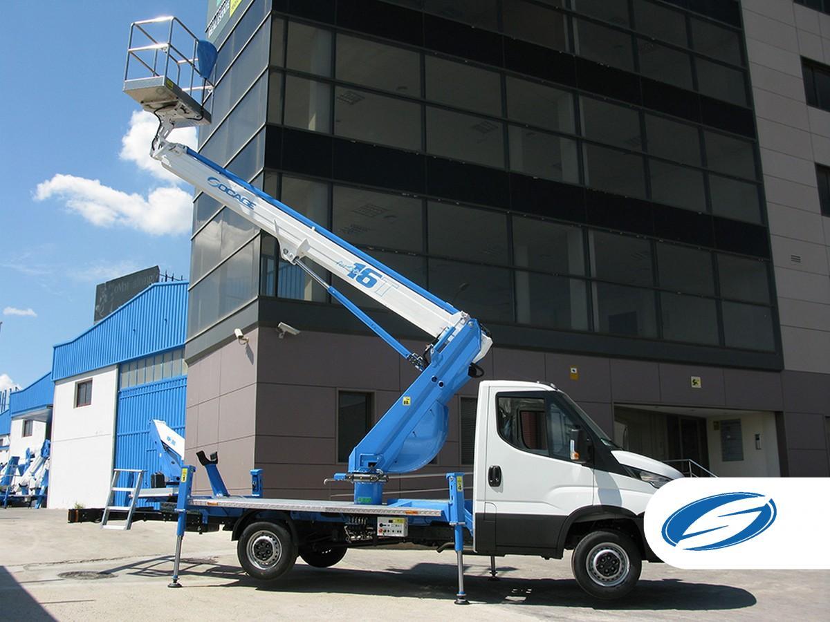 camion con cesta elevadora ForSte 16T gran alcance  Socage