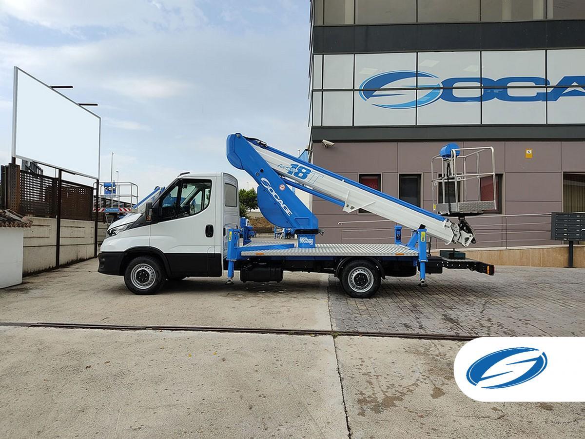 Camión con cesta elevadora SOCAGE 18T sobre Iveco